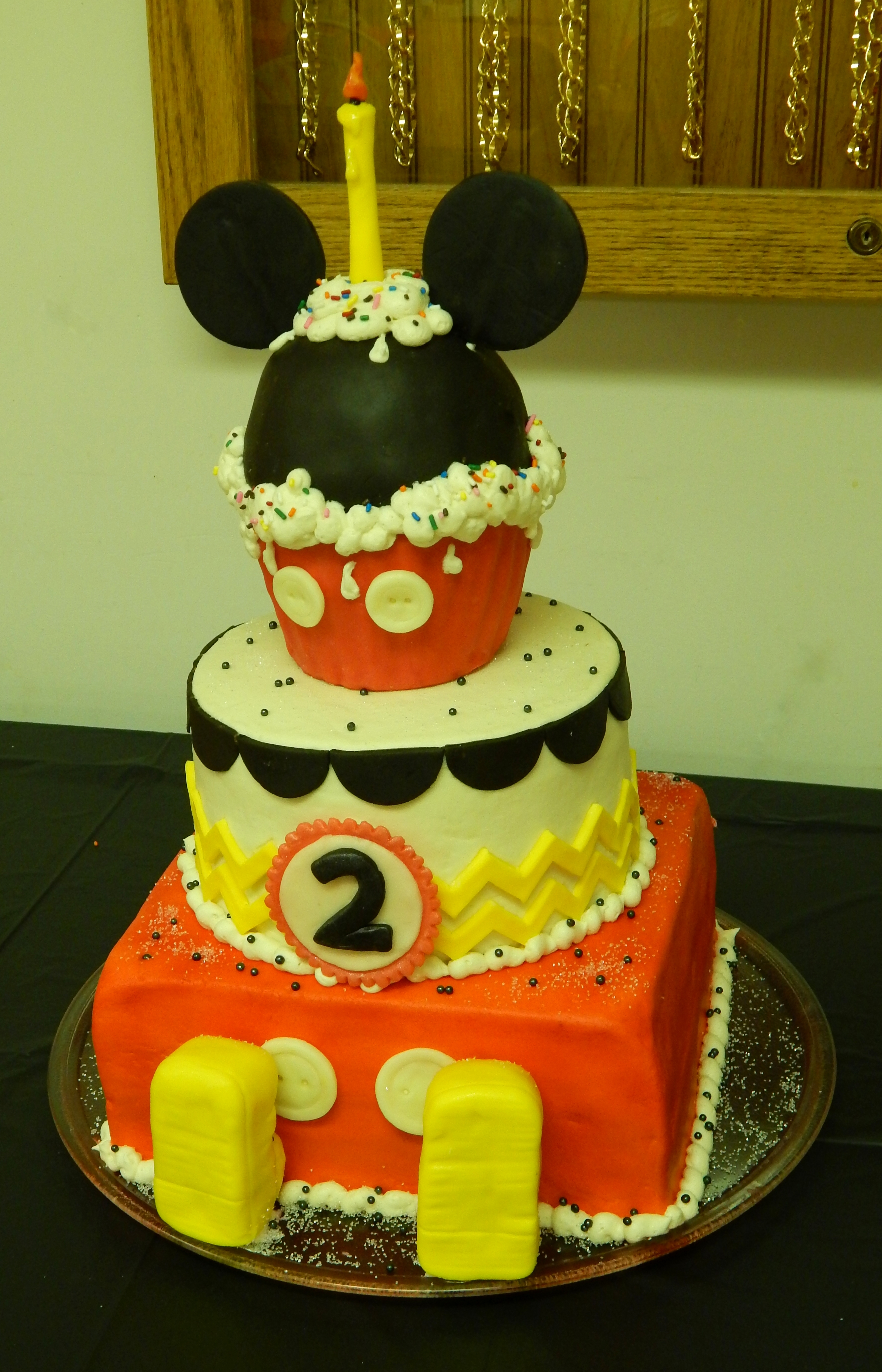 Gavins Mickey Cake 10 Inch Square 2 Layer 8 Round Tier With A Giant Cupcake For The Top All Edible Buttercream And