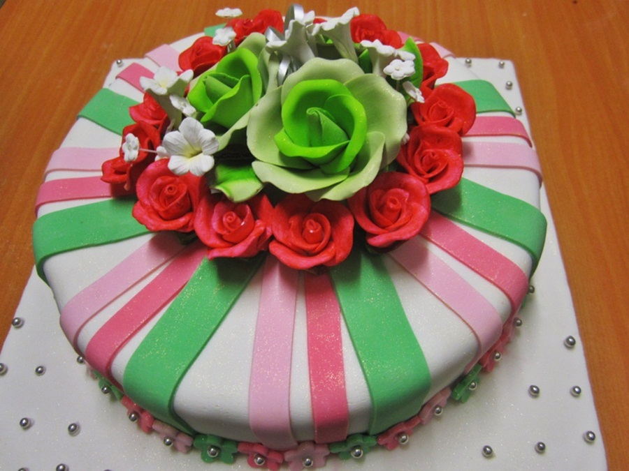 Green/pink Fondant Cake on Cake Central