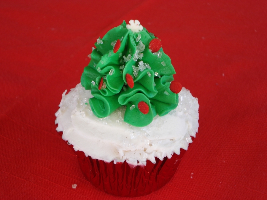 A Quick Little Christmas Tree on Cake Central