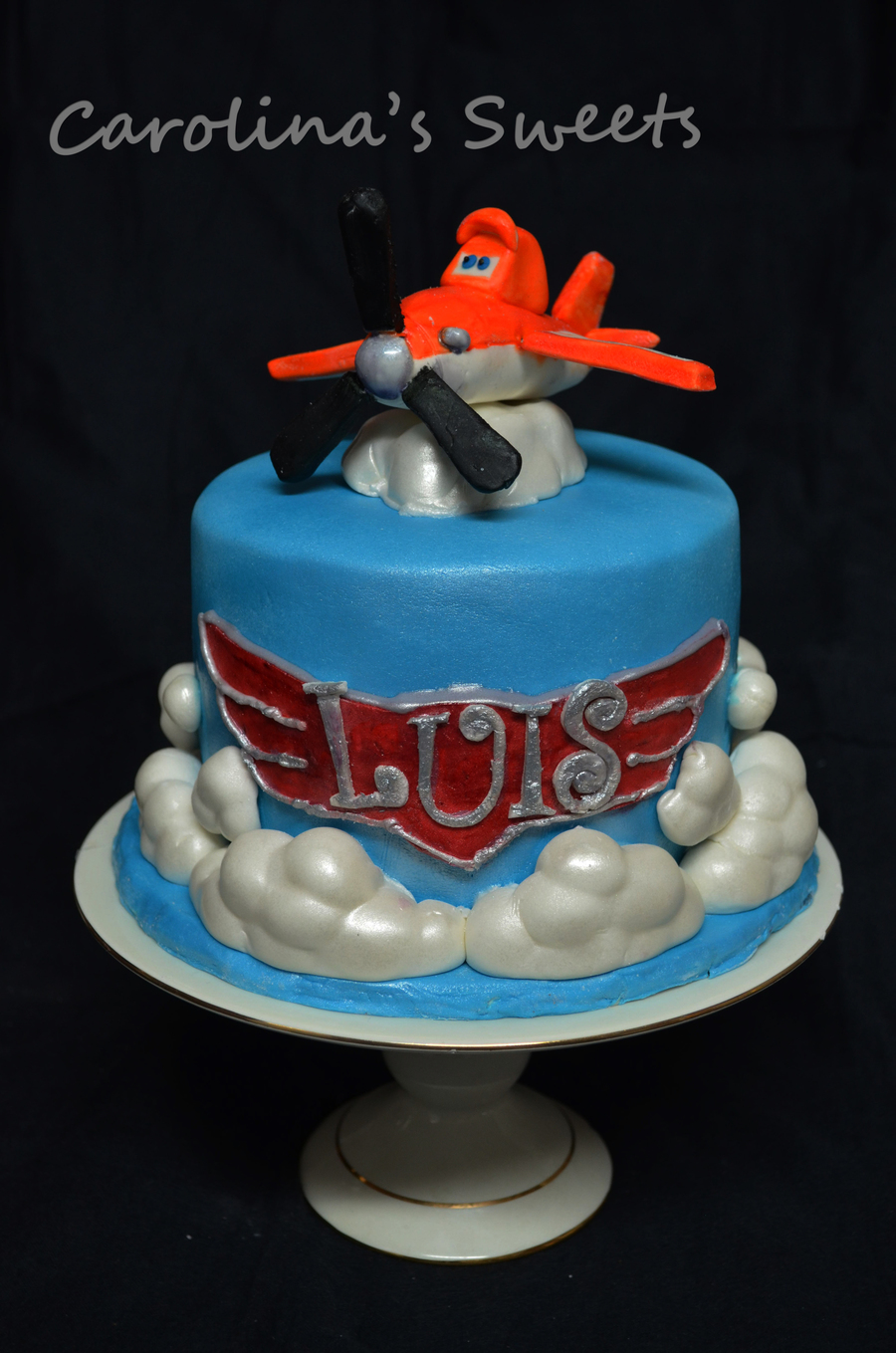Dinsey Planes Dusty Crophopper Cake With Gumpaste Dusty Clouds Are