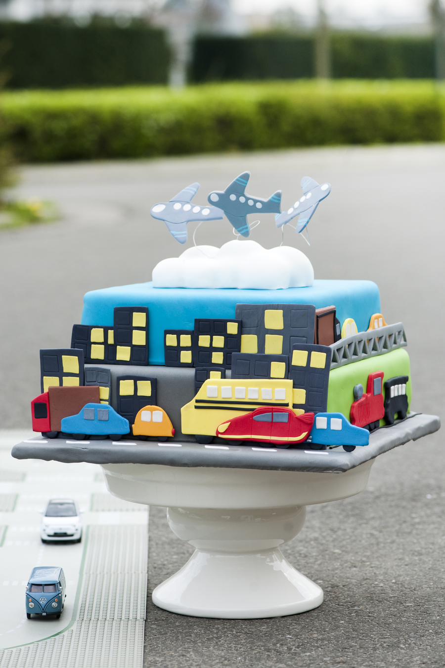 Transporttaart 01 on Cake Central