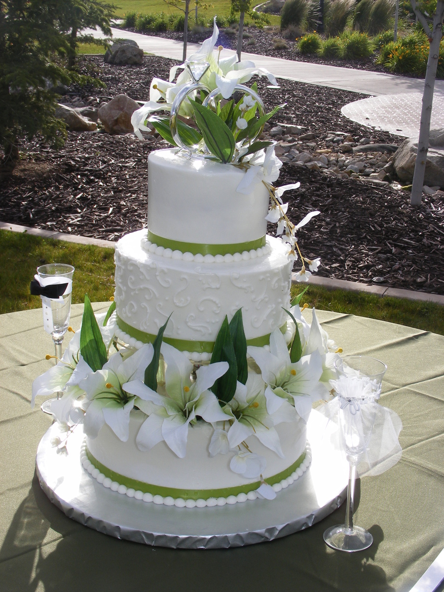 green and white wedding cake serina green and white wedding cake cakecentral 14961