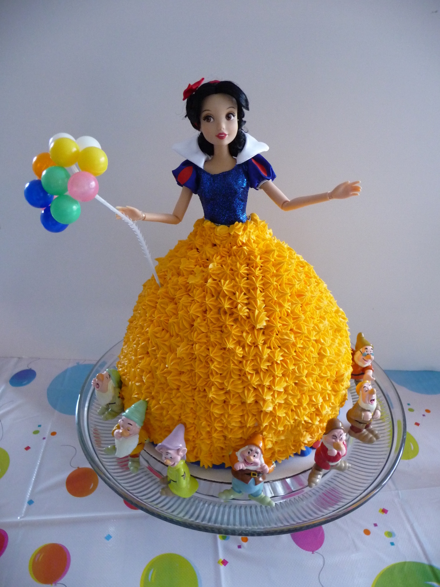Snow White Made With Wonder Mold Pan On Top Of 8 Round on Cake Central
