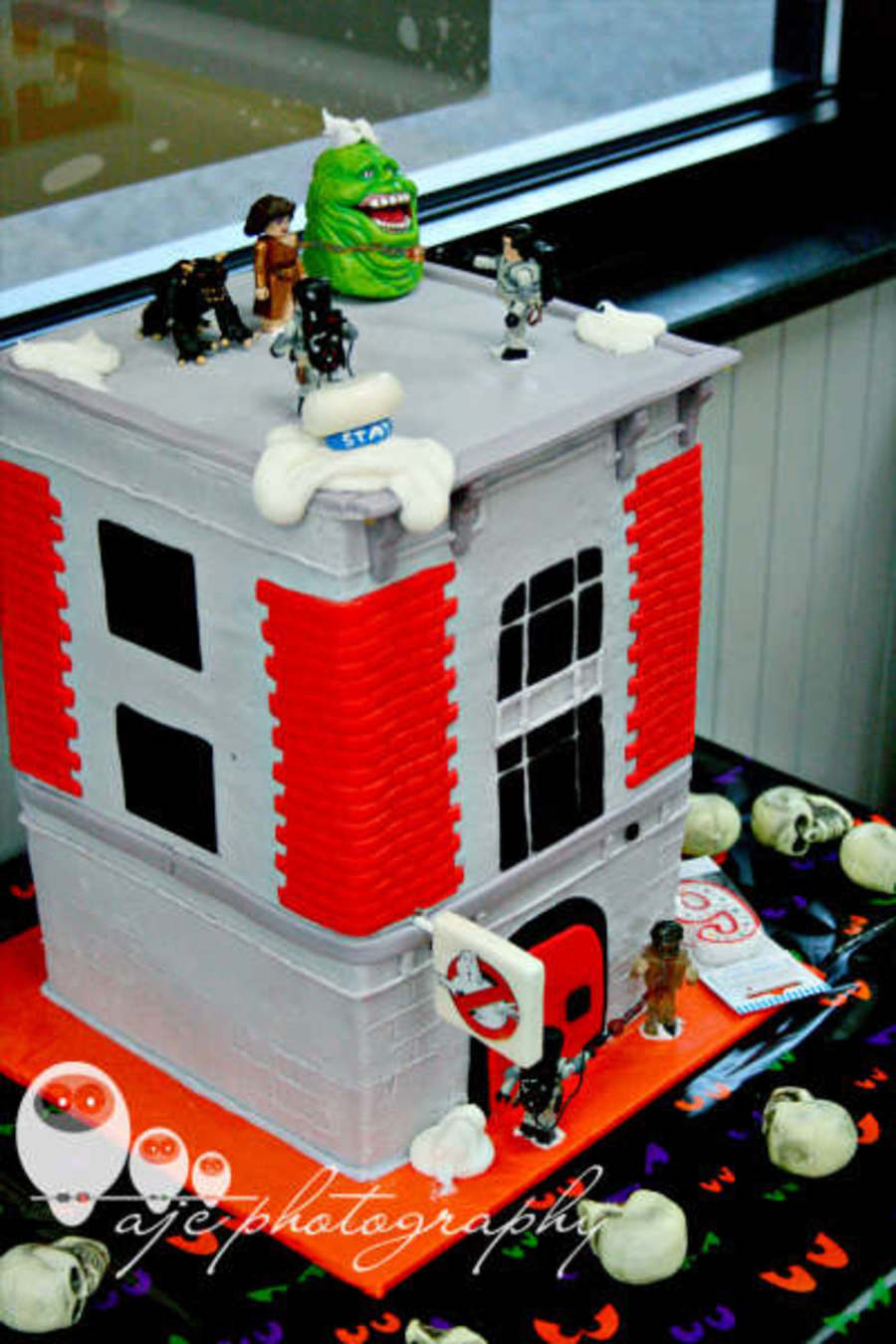 Ghostbuster Fire House on Cake Central