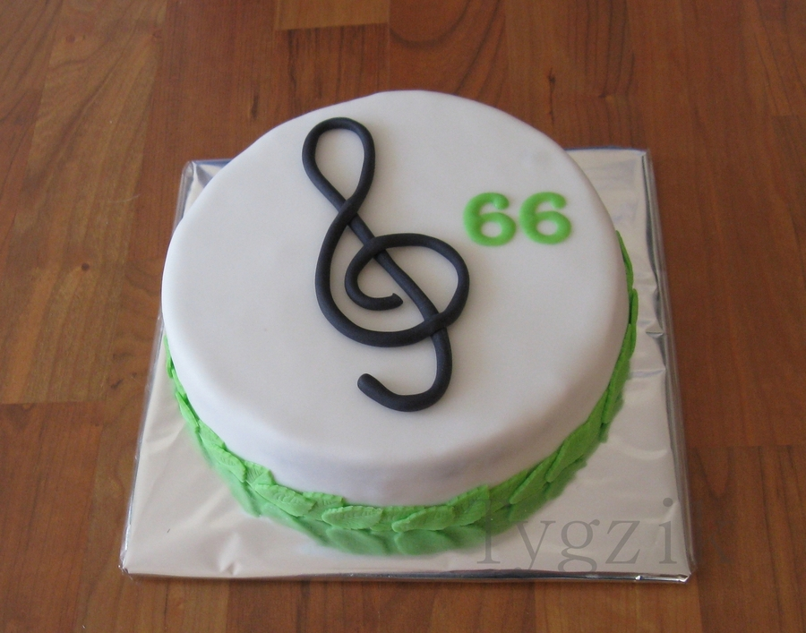 With Treble Clef on Cake Central
