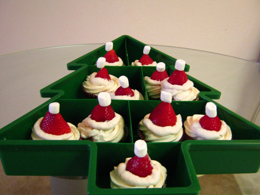 Strawberry Santa Hat Cupcakes on Cake Central
