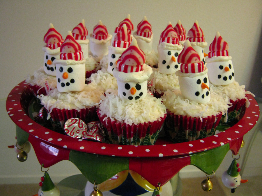 Marshmallow Snowmen Cupcakes  on Cake Central