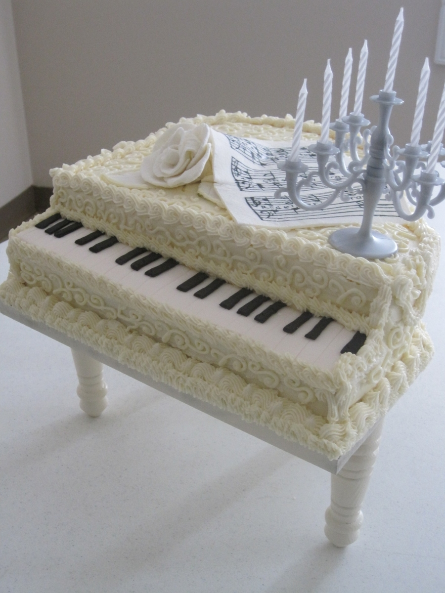 White Piano on Cake Central