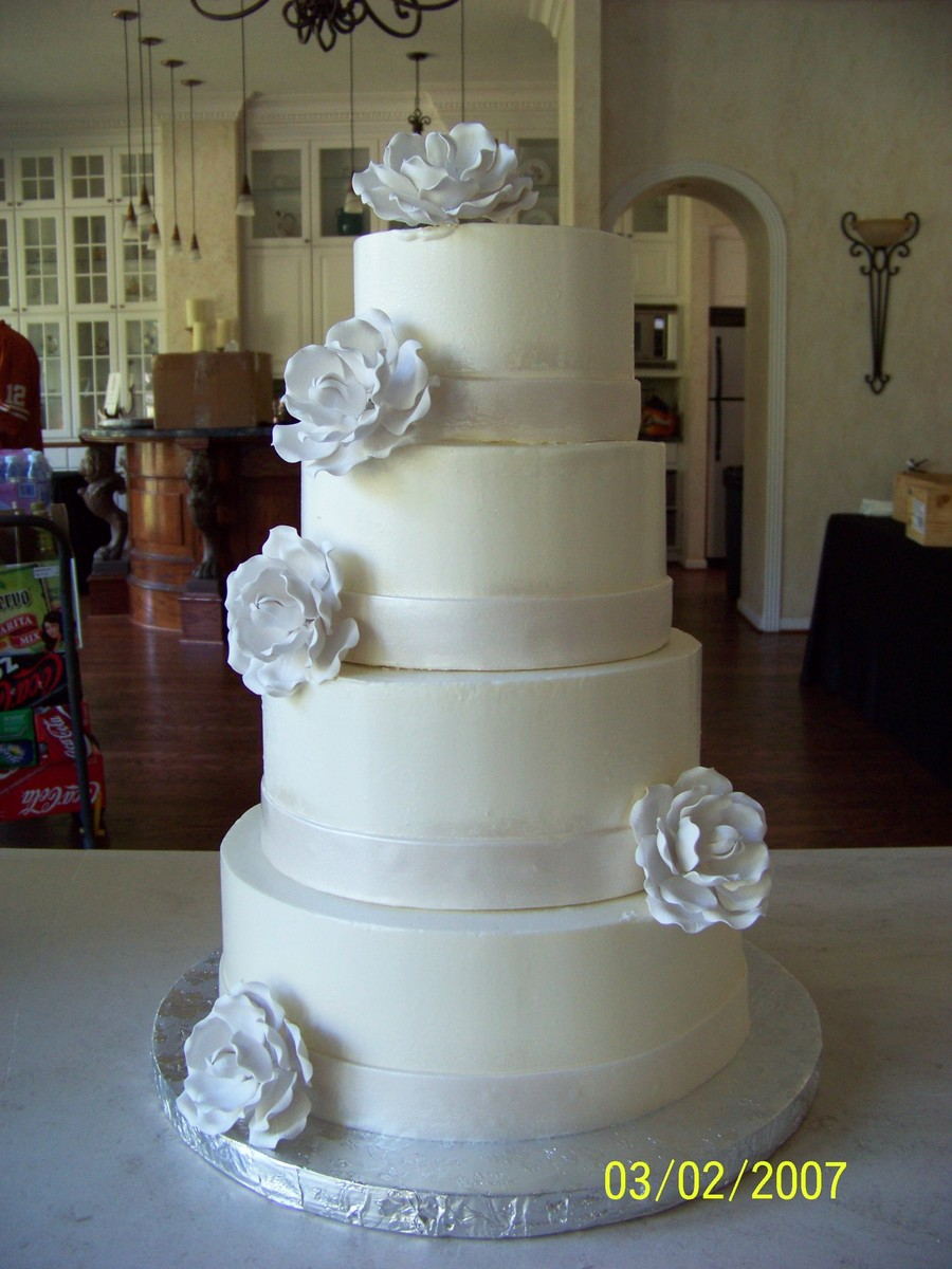 White With White Roses on Cake Central