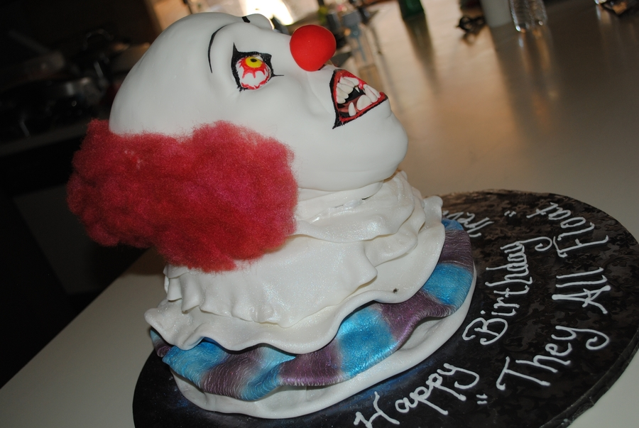 It .... Pennywise  on Cake Central