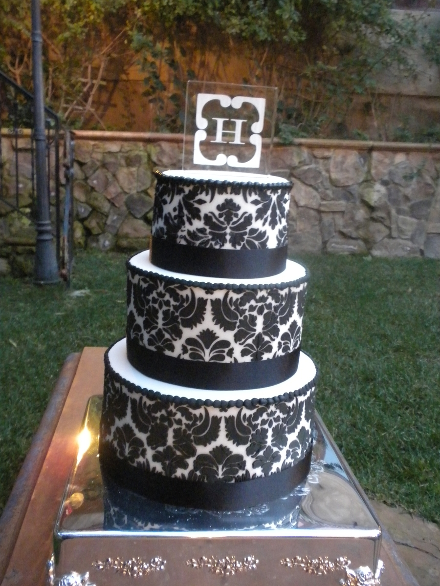 Black And White Damask on Cake Central