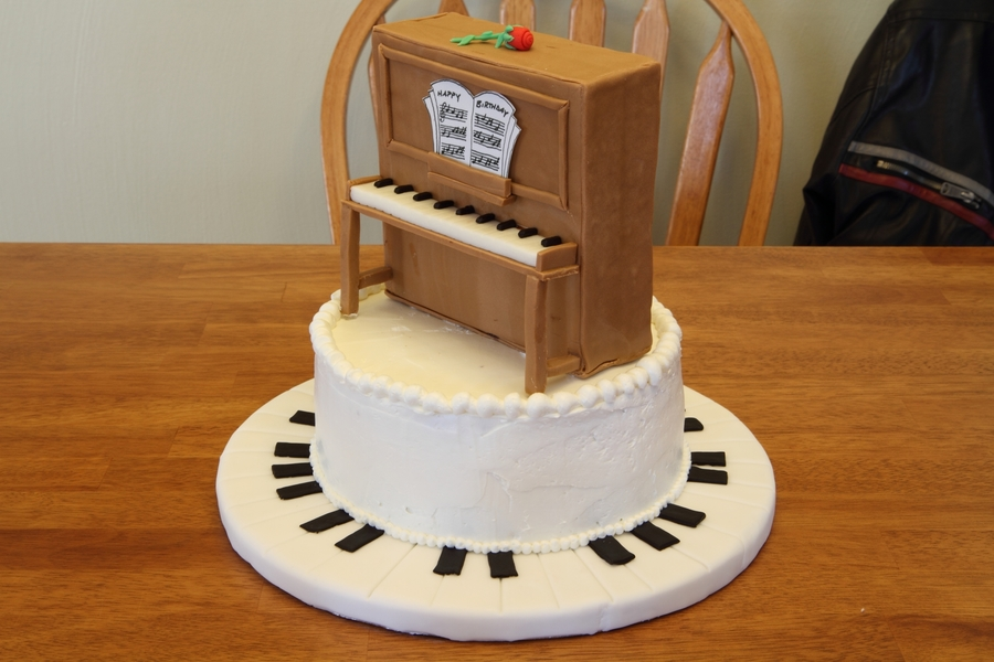 Piano  on Cake Central