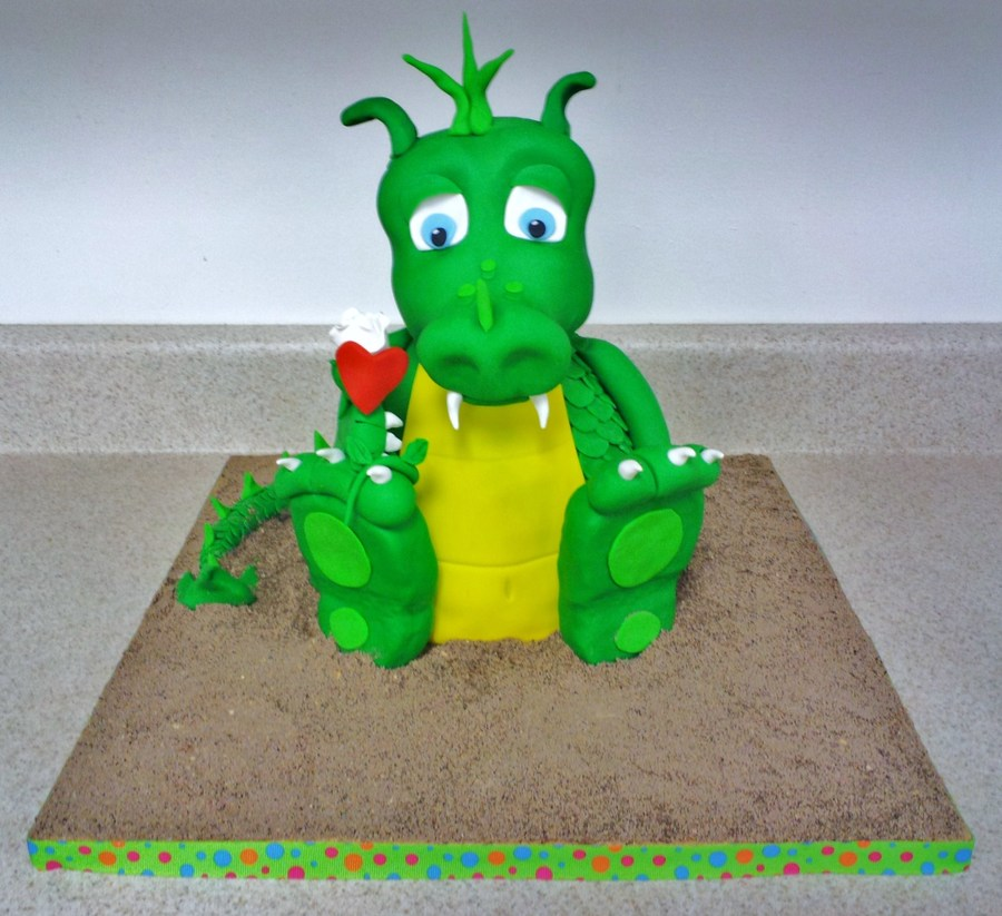 Little Dragon on Cake Central