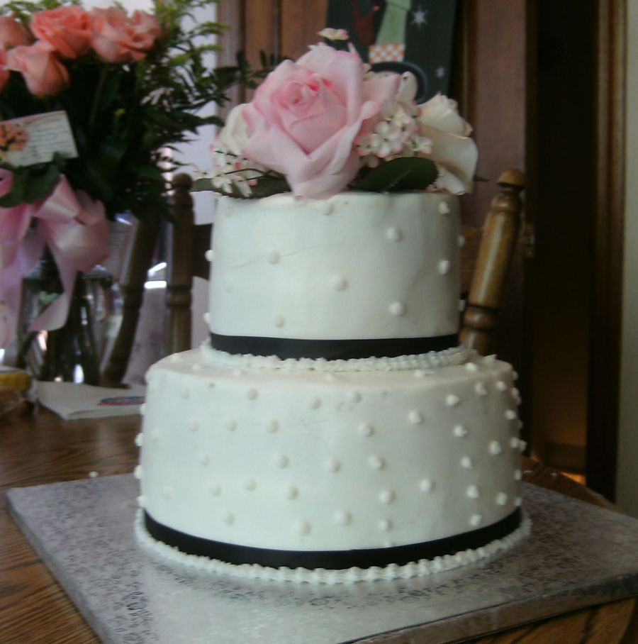 2 tier round wedding cakes pictures small 2 tier wedding cake cakecentral 10136