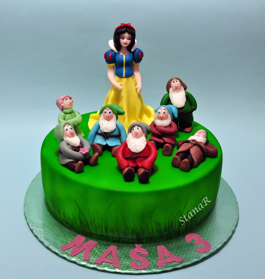 Snow White And The Seven Dwarfs Cake Design