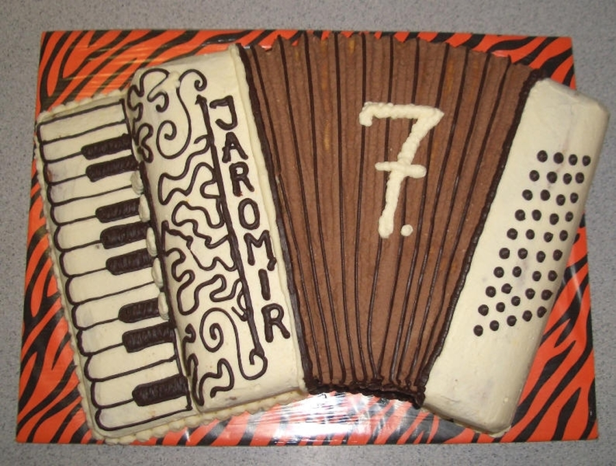 Accordion on Cake Central