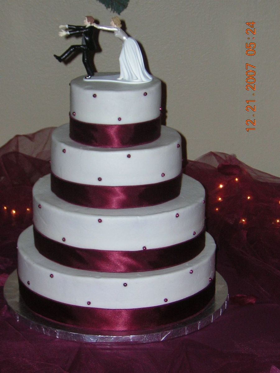 burgundy wedding cakes wedding cake with burgundy fondant pearls 12246