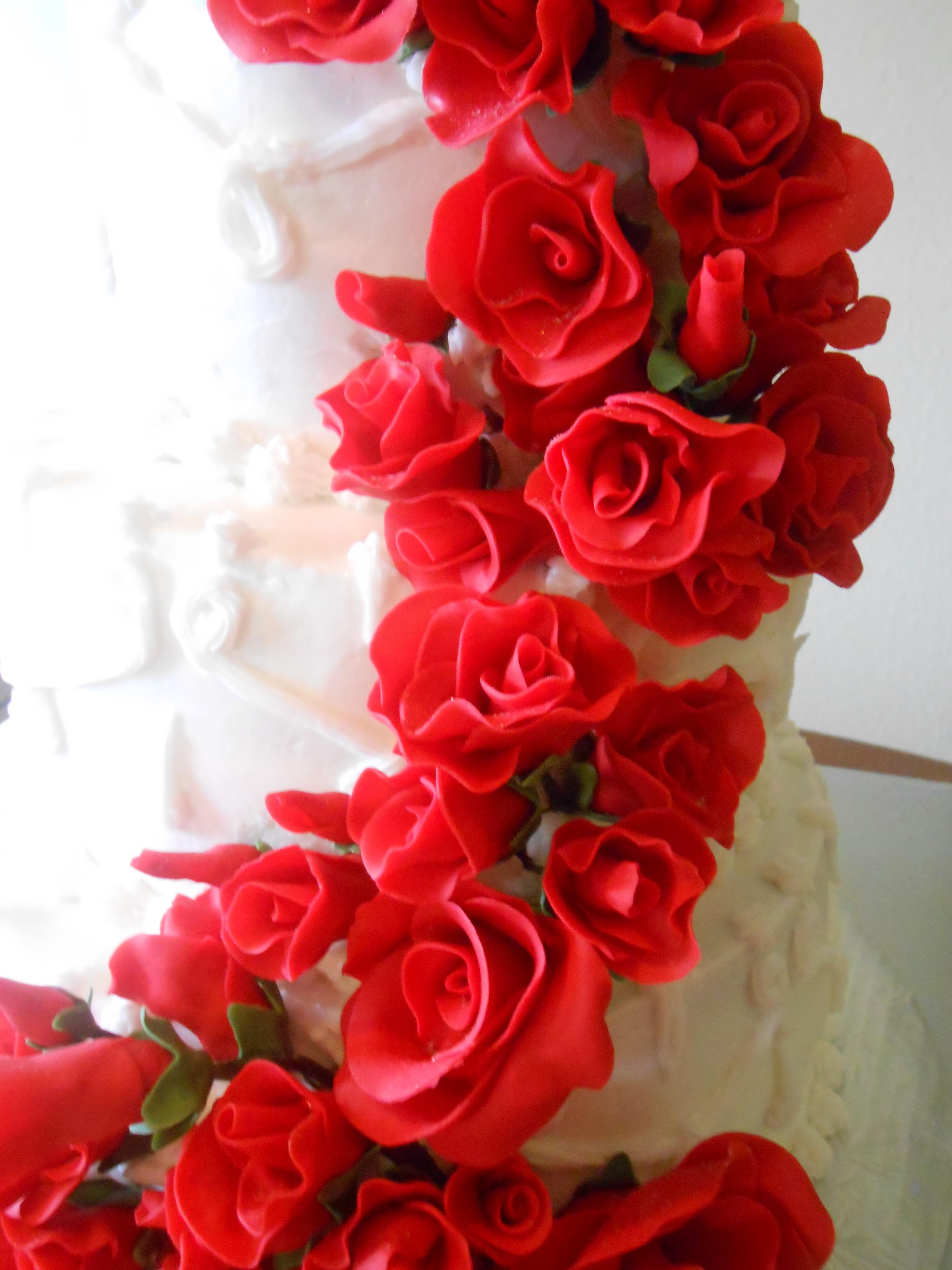 Red Roses Wedding Cake All Fondantgumpaste Roses Cake Was