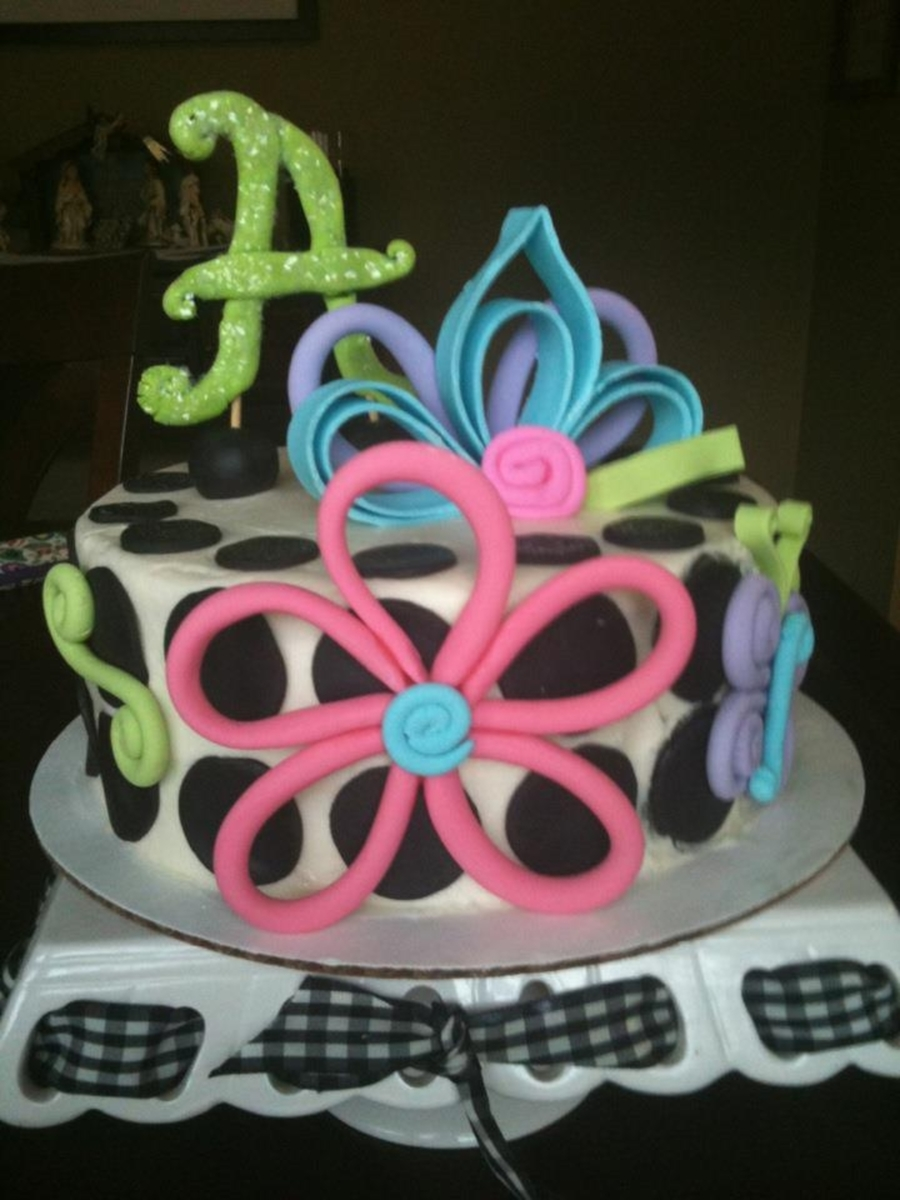 Quilled Flowers With Polka Dots on Cake Central