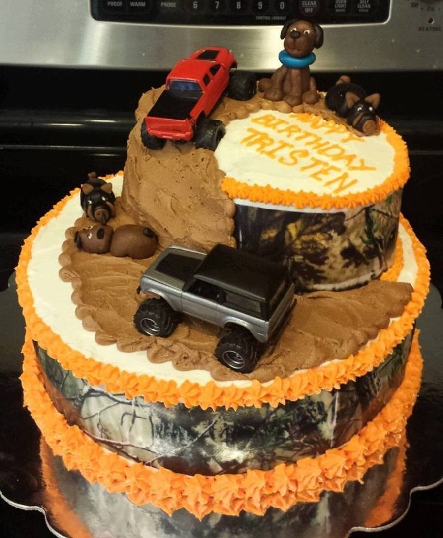 Camo Mudding And Hunting Are Birthday Boys Faves CakeCentralcom