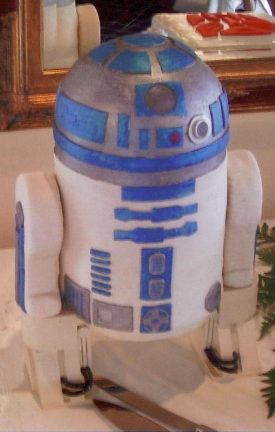 R2D2 Groom's Cake on Cake Central