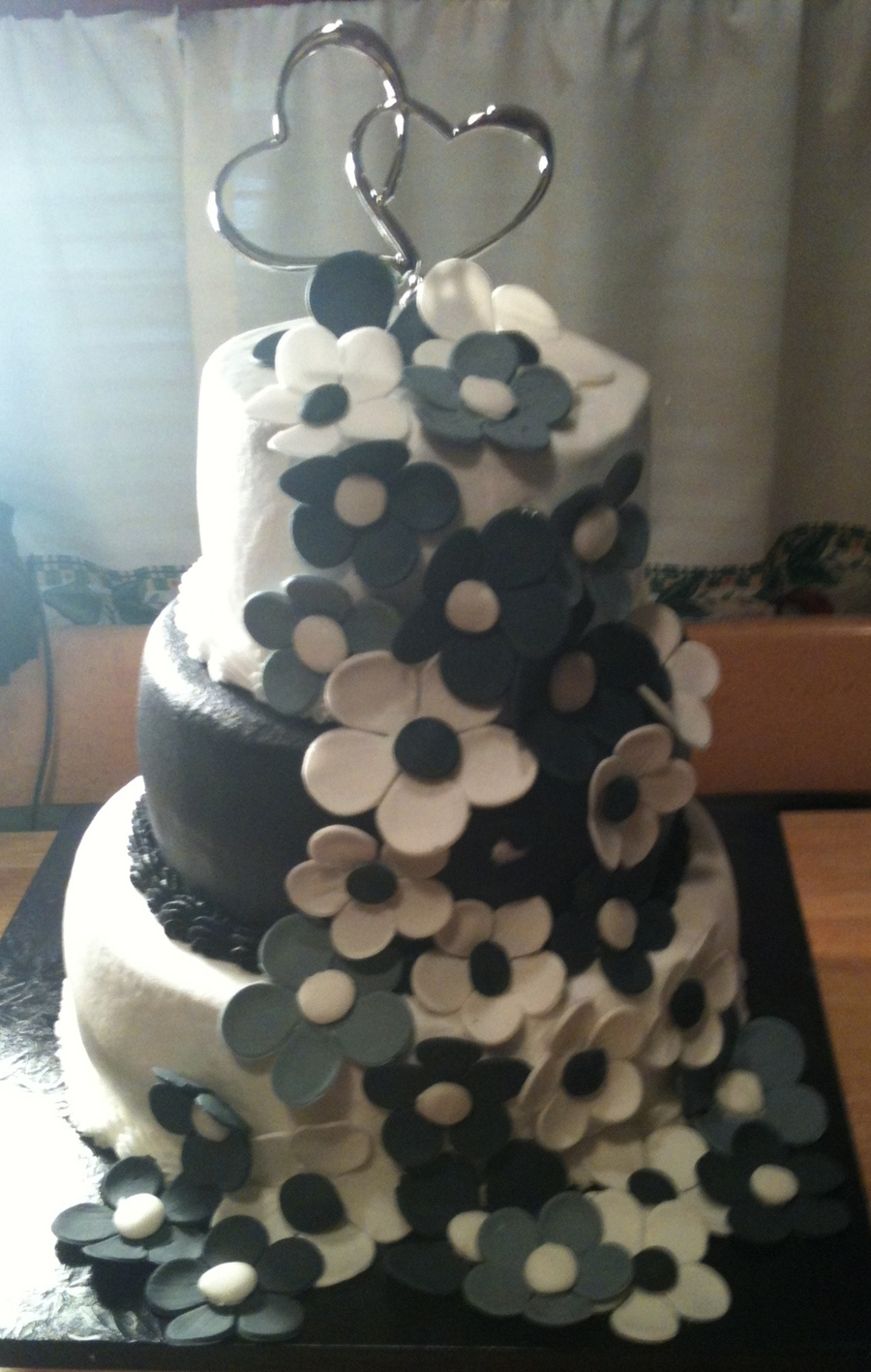 Black & White W/ Flowers on Cake Central