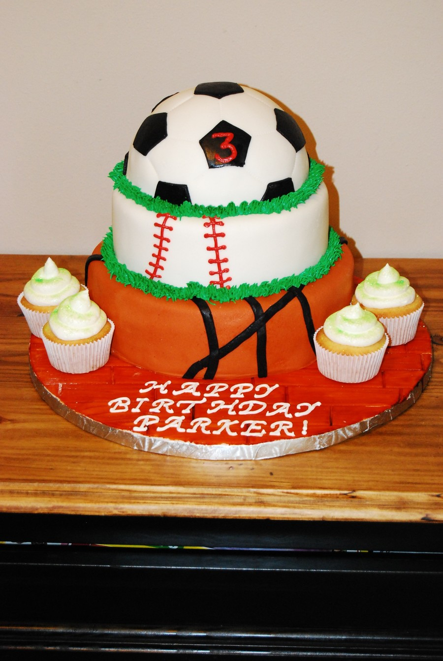 Astounding Sports Themed Birthday Cake Cakecentral Com Funny Birthday Cards Online Alyptdamsfinfo