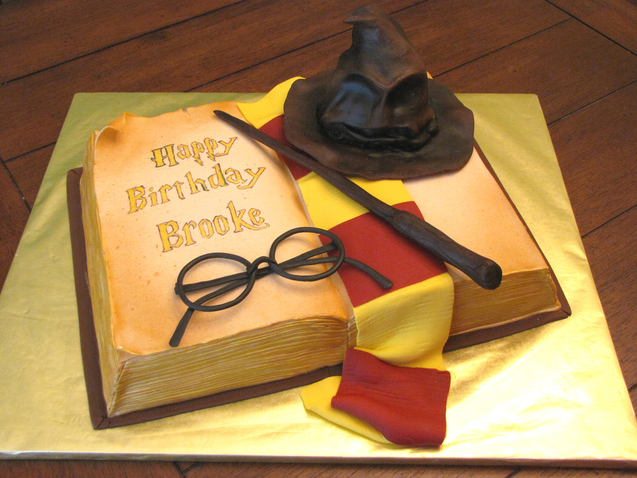 Cake Harry Potter Book : Harry Potter Cake - CakeCentral.com