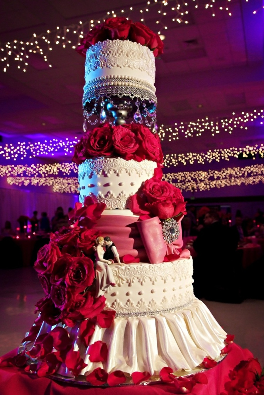Red and white wedding cake lace and drapes the cake zone for Amazing wedding cake decoration game