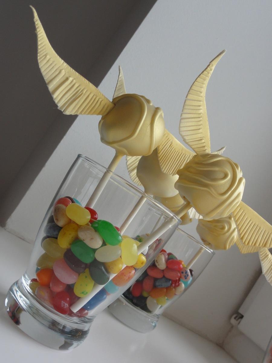Harry potter golden snitch cake pop for Pop cake decoration