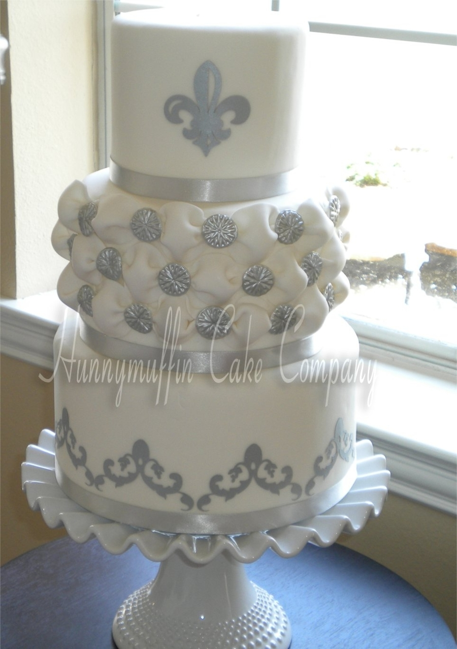 Tufted Button Weave  on Cake Central