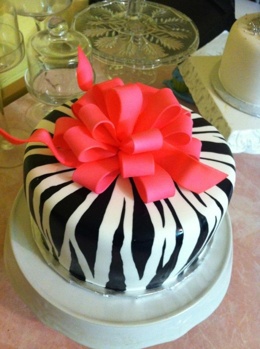 Zebra & Pink Bow on Cake Central
