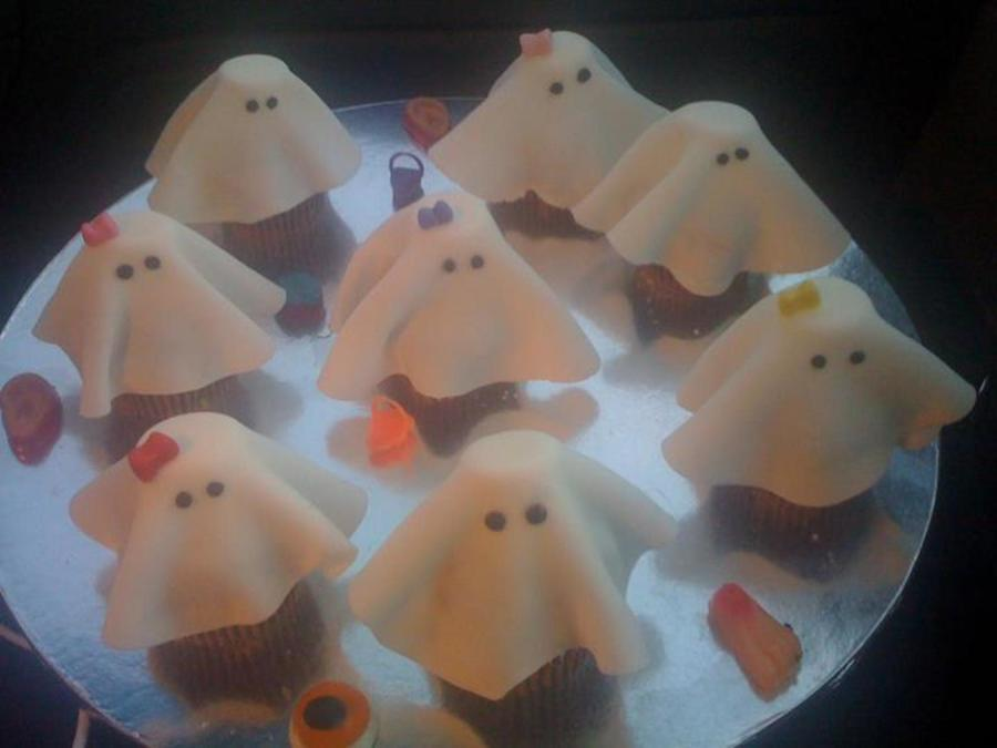 Ghost Cupcakes on Cake Central