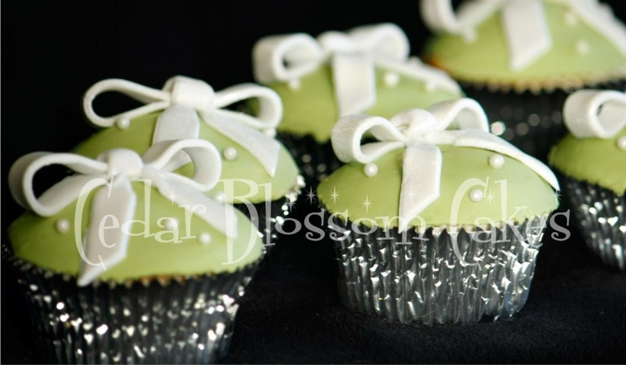 Bows And Pearls on Cake Central