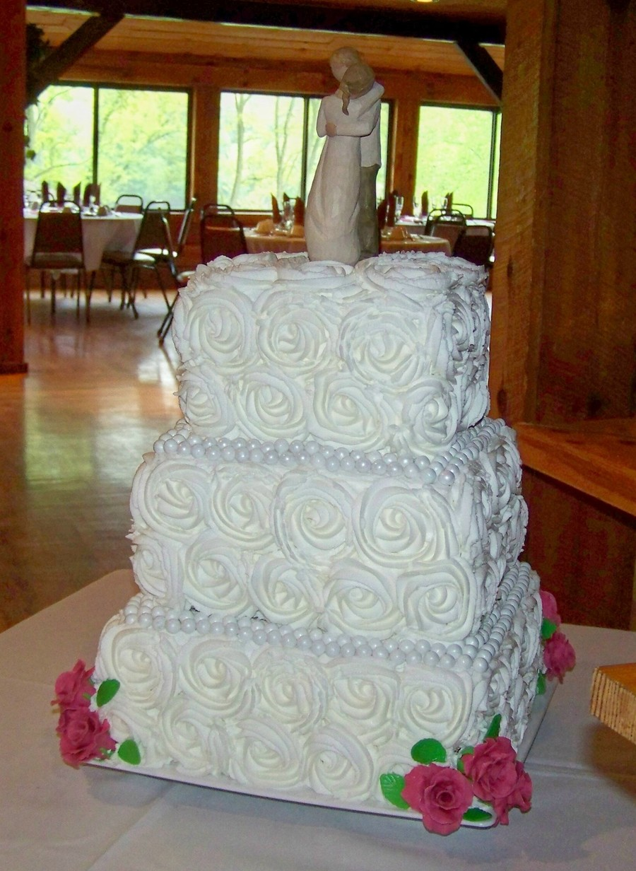square wedding cake with red roses roses square wedding cake cakecentral 20439