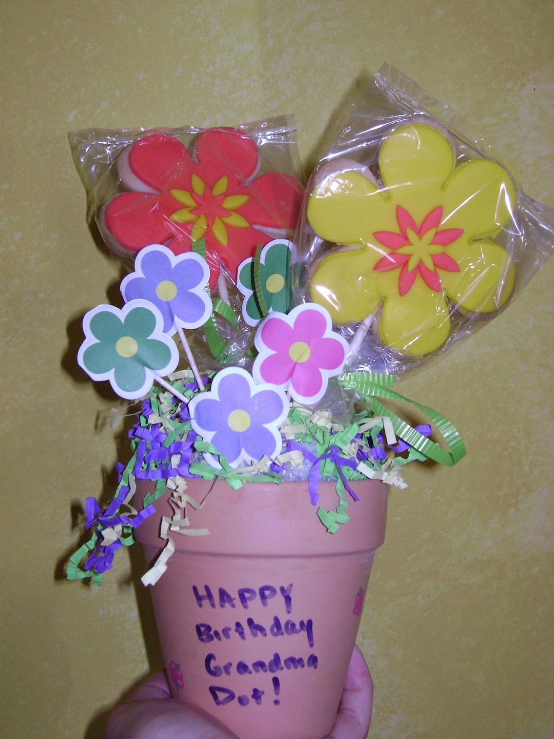 Cookie Flower Pot on Cake Central