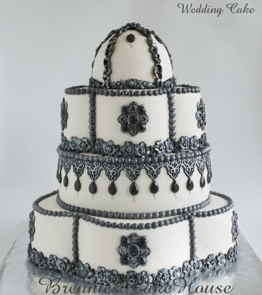 Barok And Jewels  on Cake Central