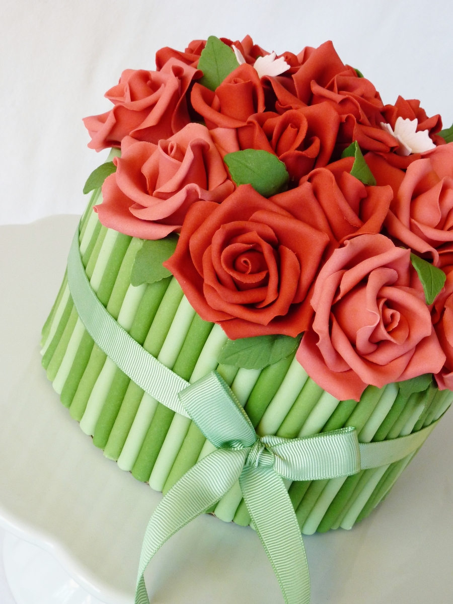 Images Of Cake With Roses : Rose Bouquet Cake - CakeCentral.com