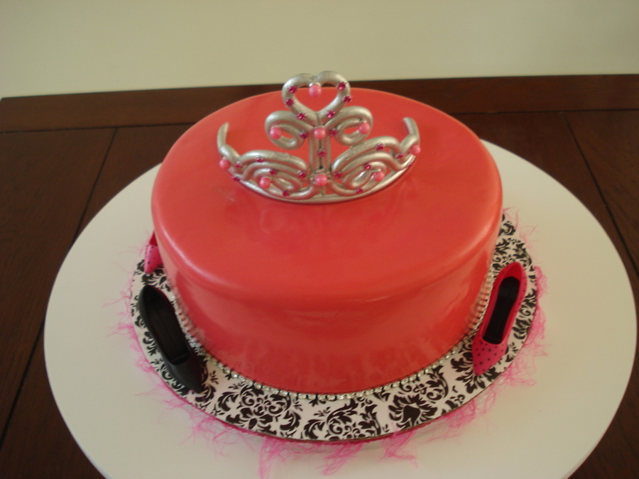 Divas Half Marathon Cake  on Cake Central