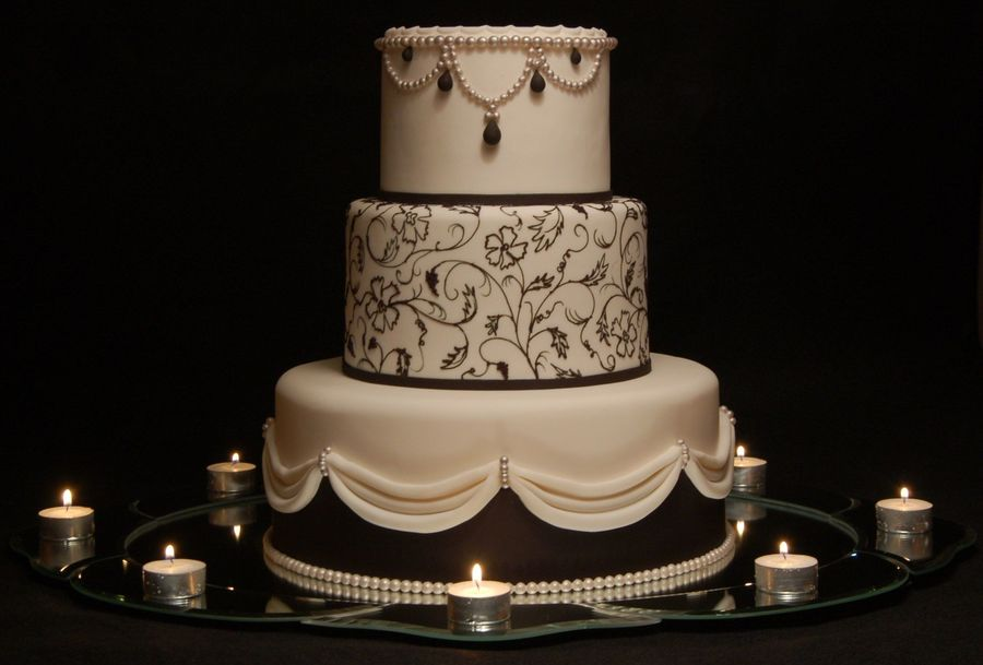 Romance In Black on Cake Central