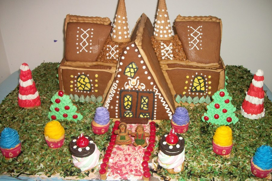 A Knock Off Of The Gingerbread House From True North Epsoide Of Once Upon A Time I Didnt Have A Template Or Anything So I Just Made It Up on Cake Central