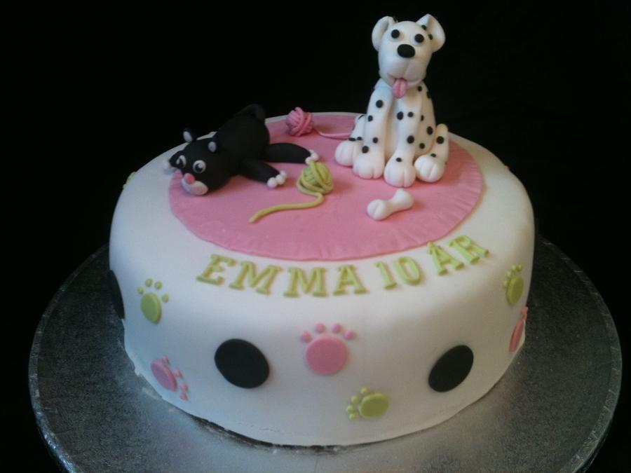 Tremendous Dog And Cat Birthday Cake Cakecentral Com Personalised Birthday Cards Veneteletsinfo