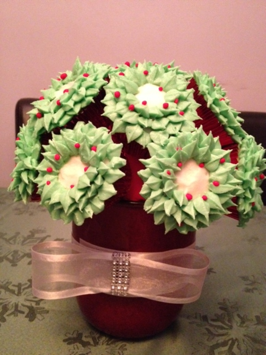 Christmas Wreath Cupcake Bouqitue on Cake Central