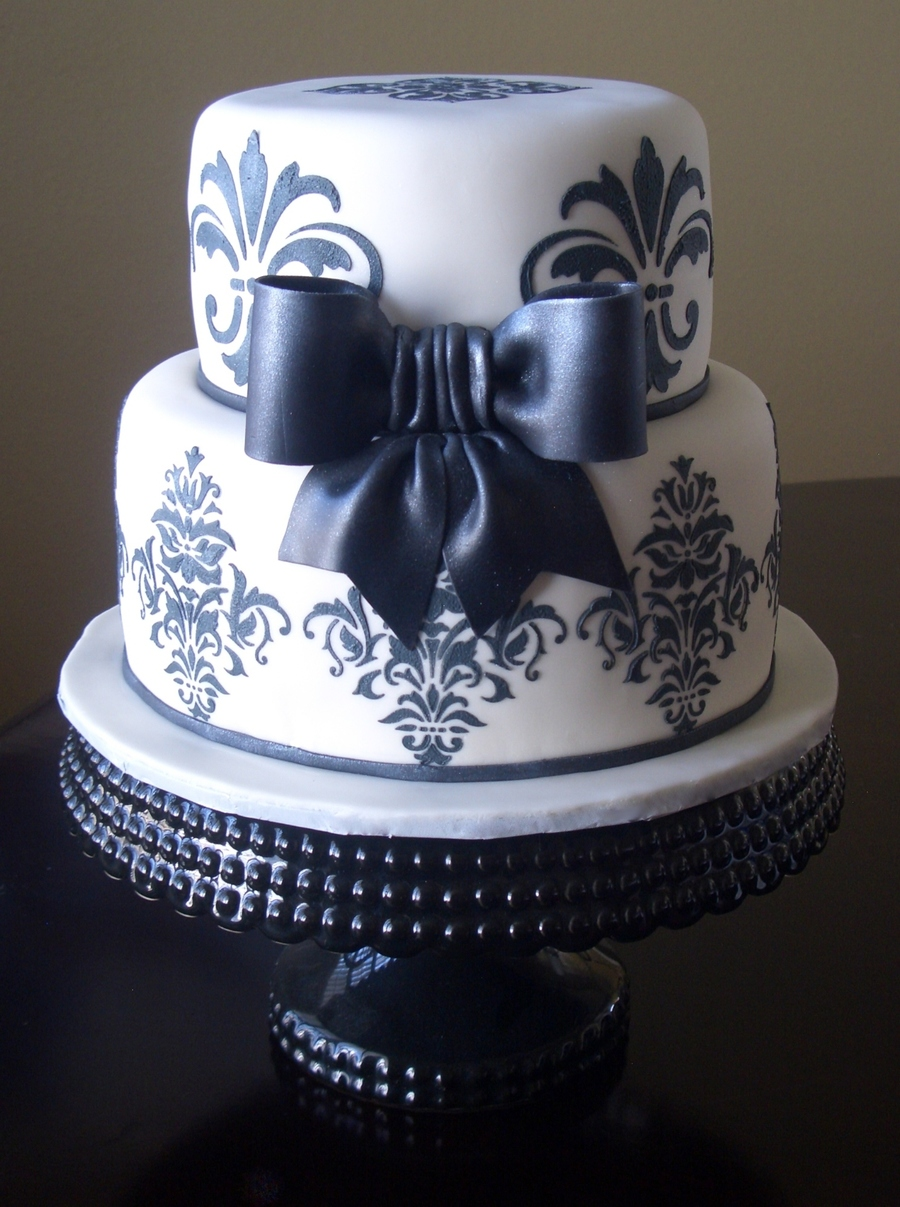 Black & White Damask on Cake Central