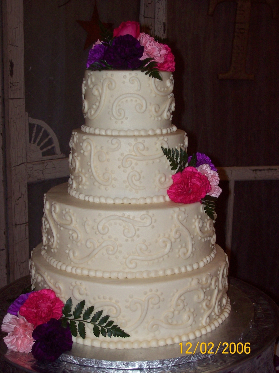 Ivory Scrolls on Cake Central