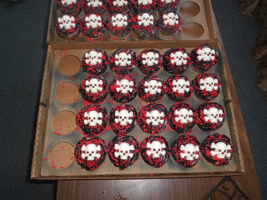 Goth Cupcakes on Cake Central