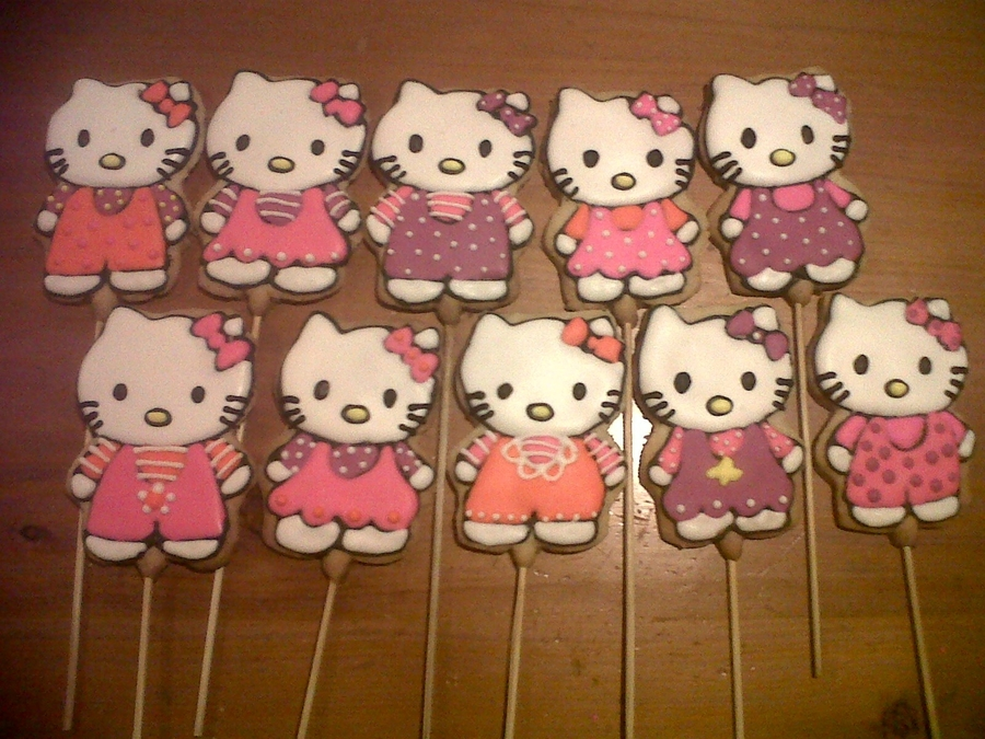 Hello Kitty Whit Jumper Cookie  on Cake Central