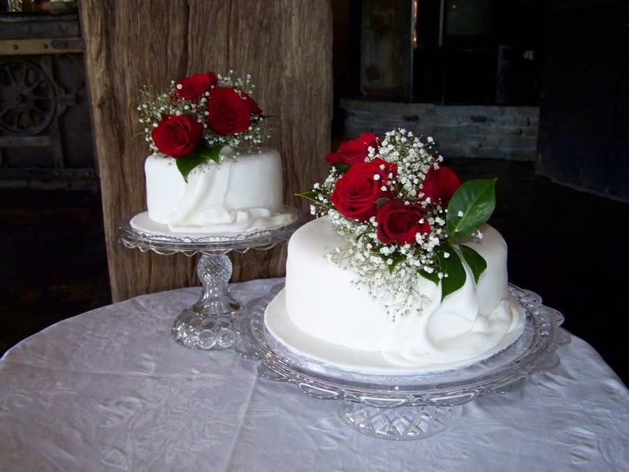 two tier wedding cake two tier wedding cake cakecentral 8142