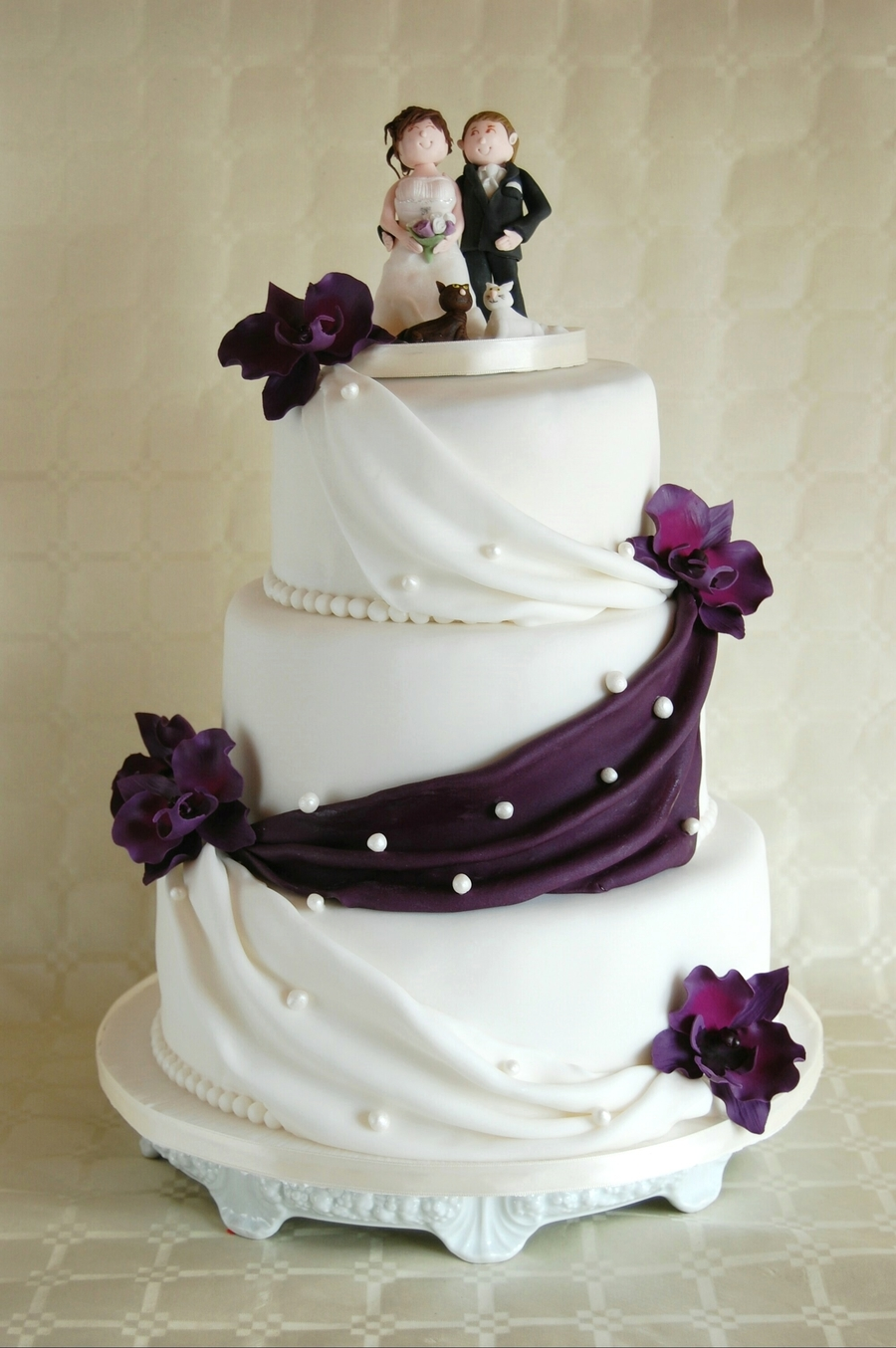 simple elegant wedding cake lilac orchids. Black Bedroom Furniture Sets. Home Design Ideas