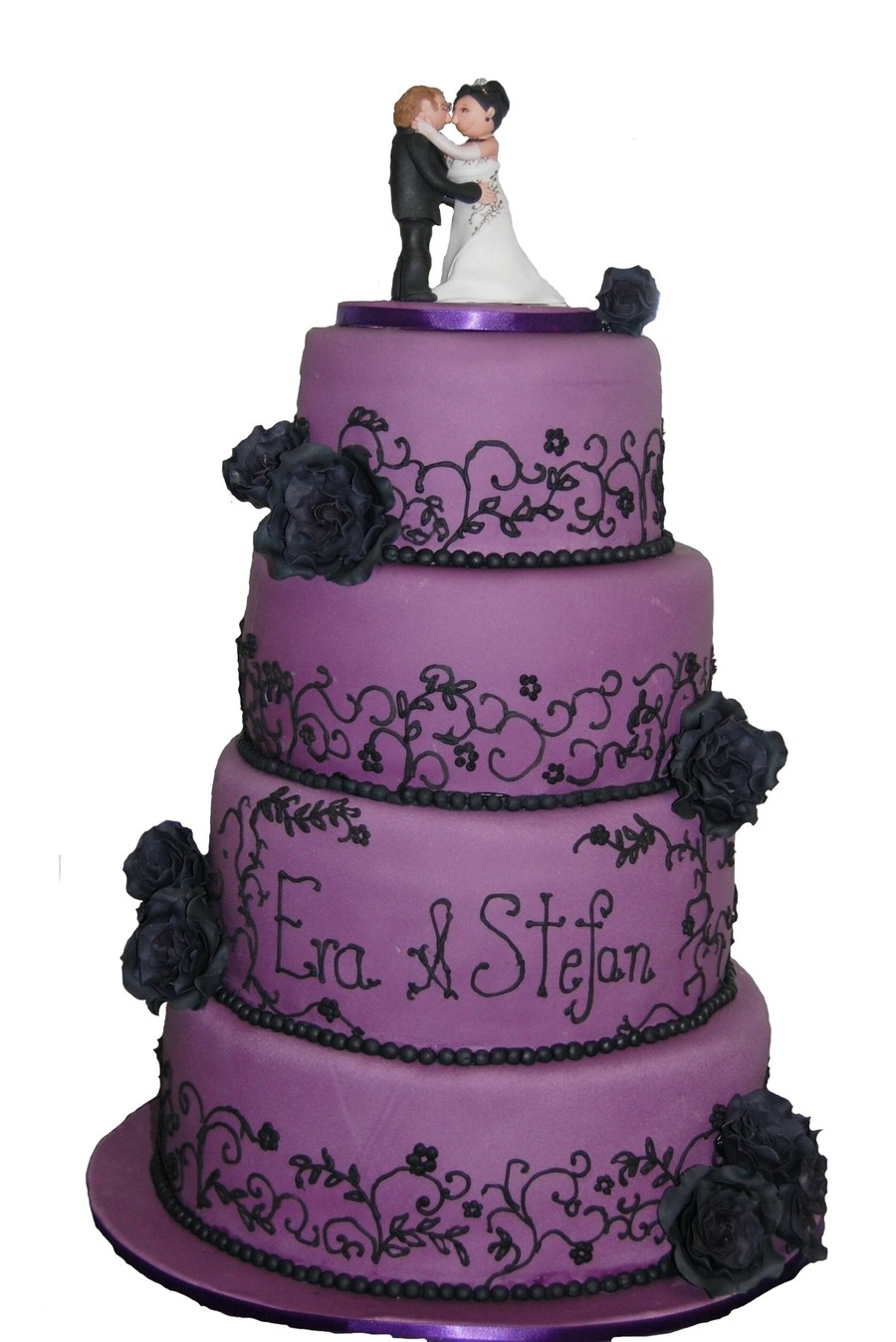 Lila Wedding Cake With Black Roses Cakecentral Com